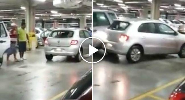 Condutor Perde a Cabeça Em Parque De Estacionamento De Um Centro Comercial http://www.desconcertante.com/condutor-perde-cabeca-em-parque-de-estacionamento/