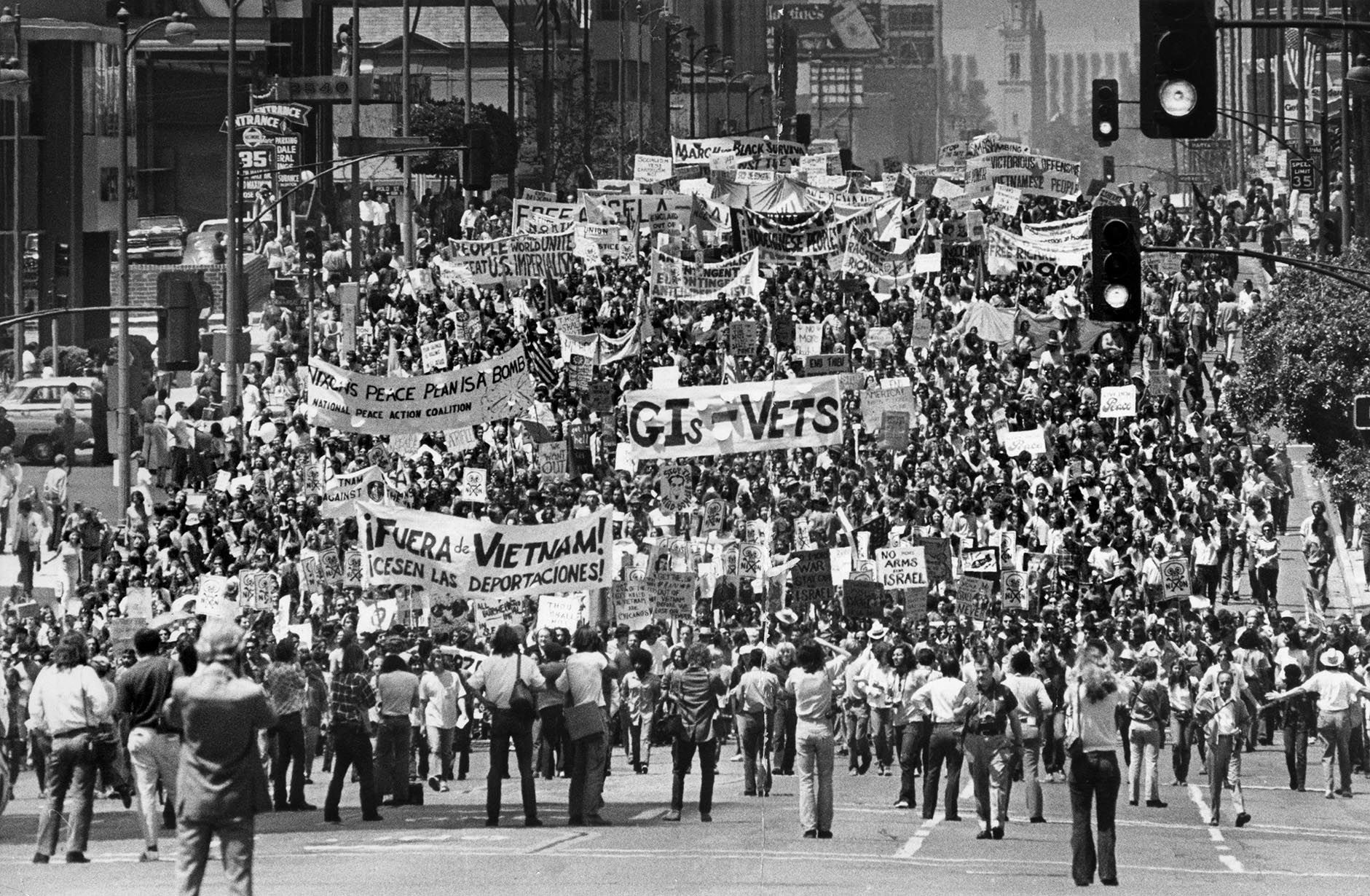 News From California The Nation And World Los Angeles Times Vietnam History Vietnam Protests Vietnam