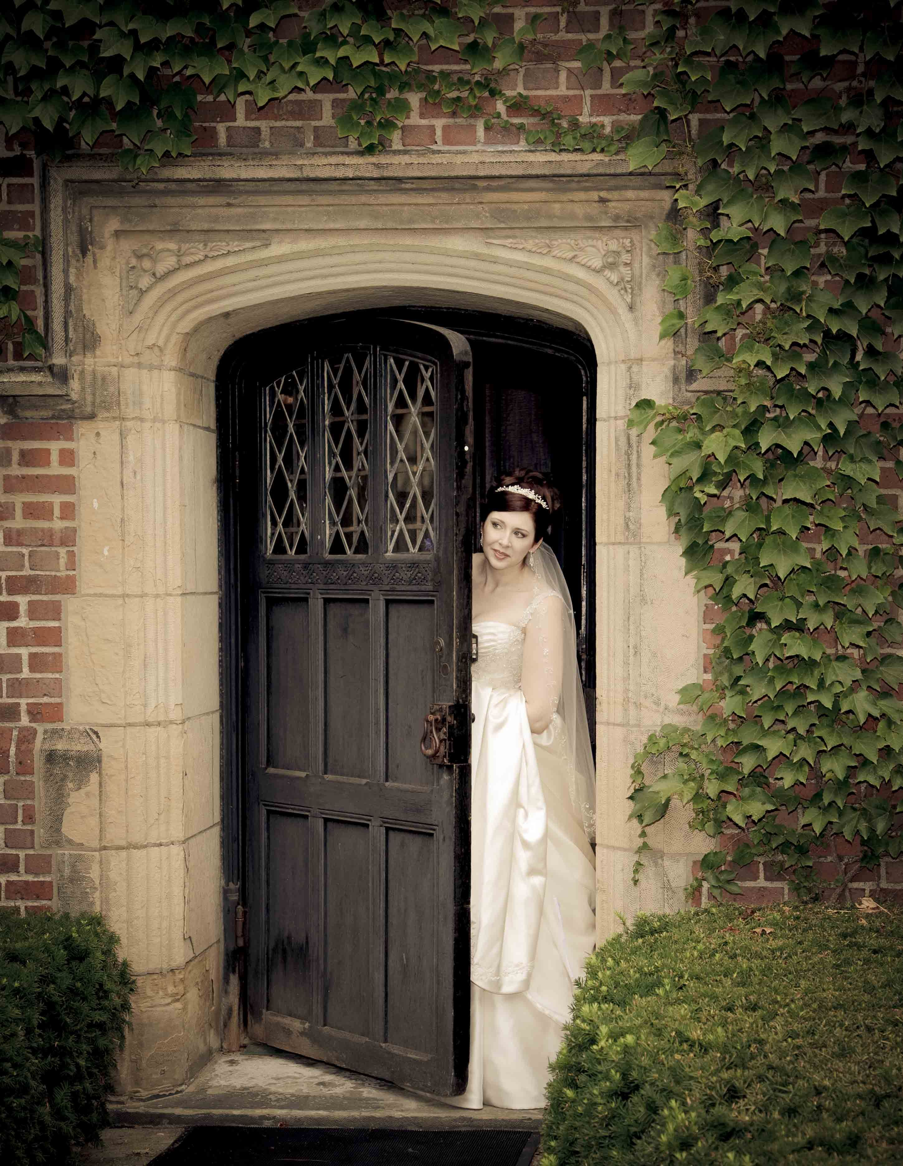 wedding picture locations akron ohio%0A Having her wedding at Stan Hywet Hall in Akron gave this brides wedding a  vintage feel