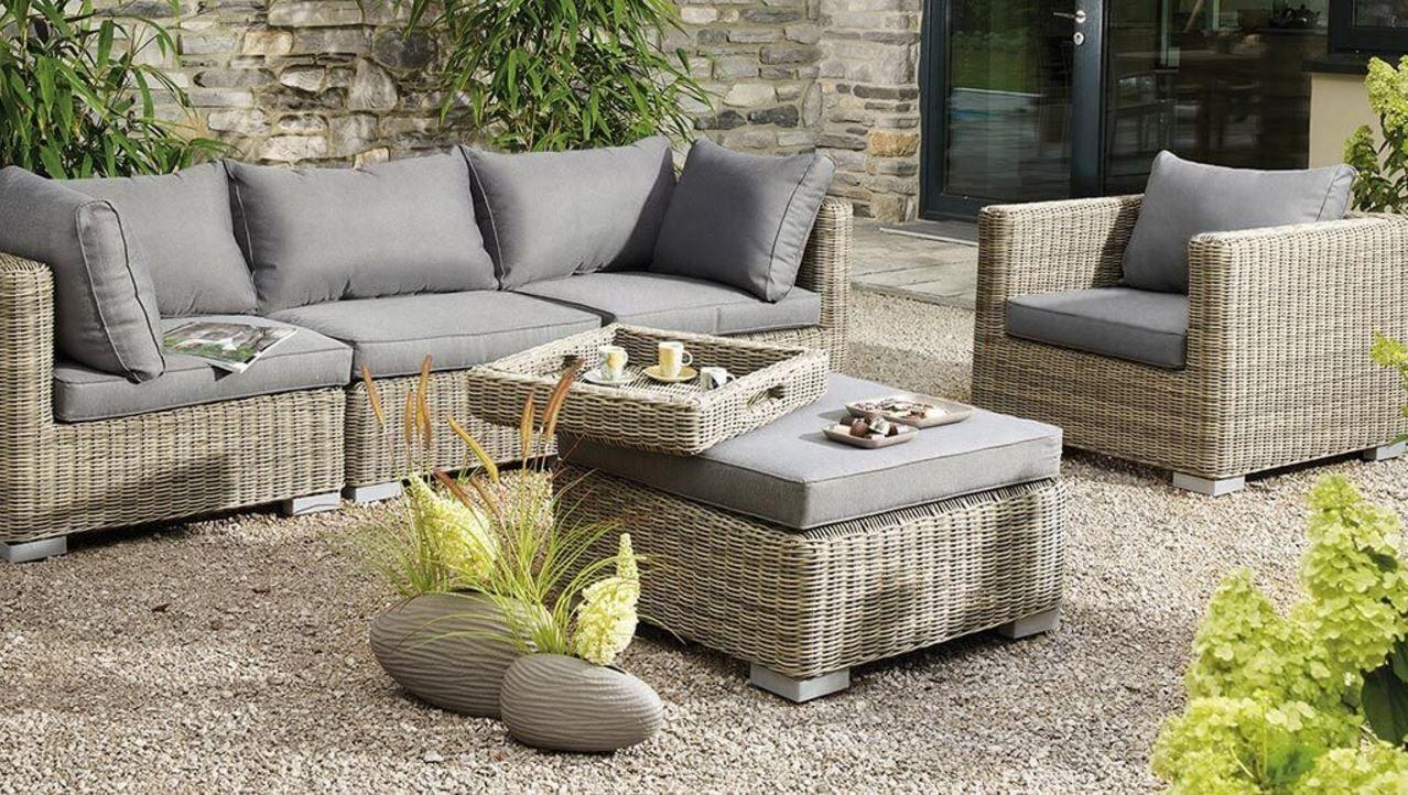Mit Schönen Loungemöbeln Garten Und Terrasse Richtig Genießen....  Loungemöbel Garten, Innenhof