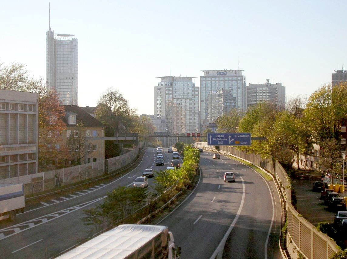 A40-Ruhrschnellweg-Huttrop.jpg (1144×856)