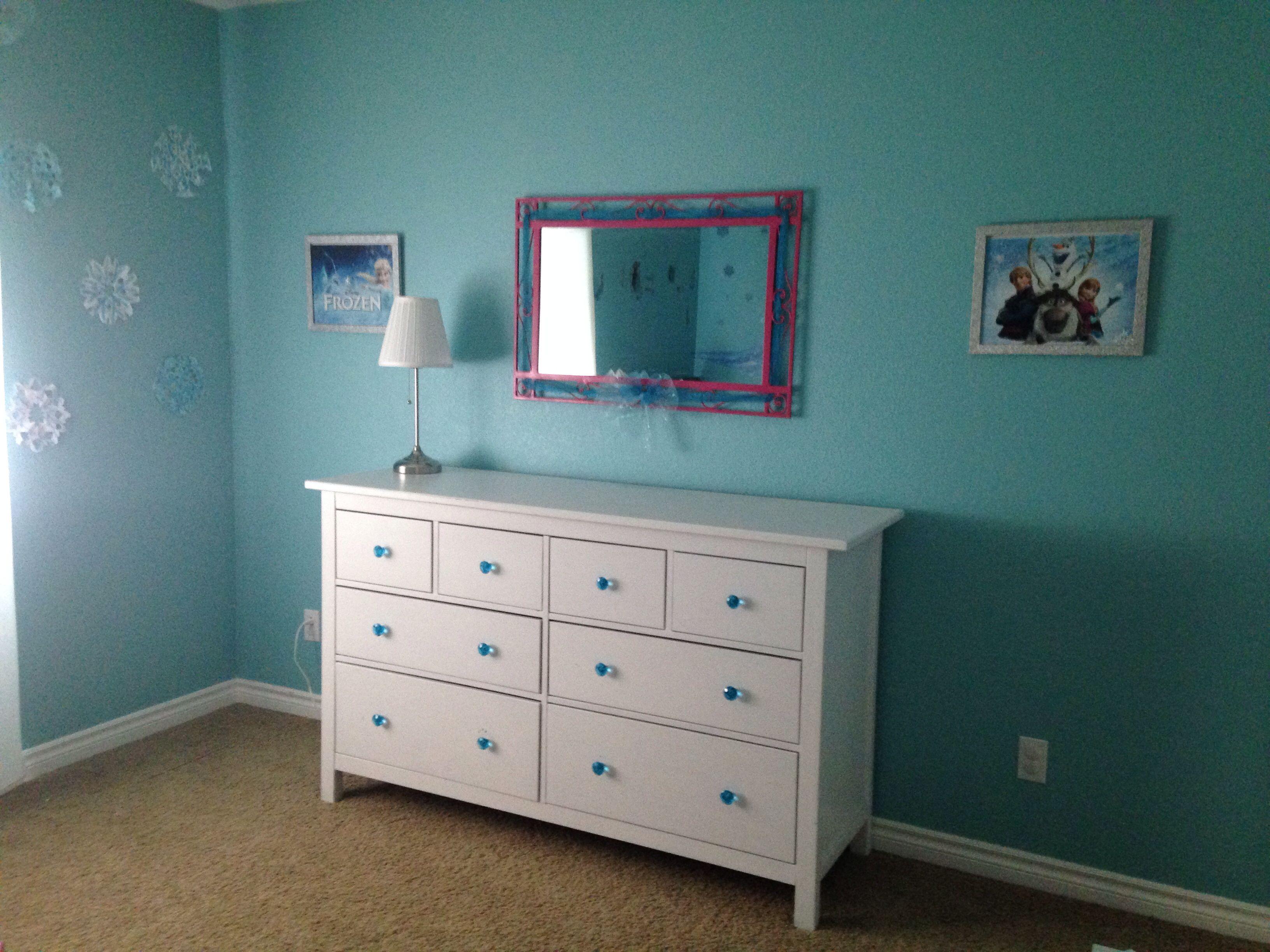Frozen inspired bedroom - Disney S Frozen Inspired Bedroom Prints From Disney Store In Silver Glitter Frames From Michael S