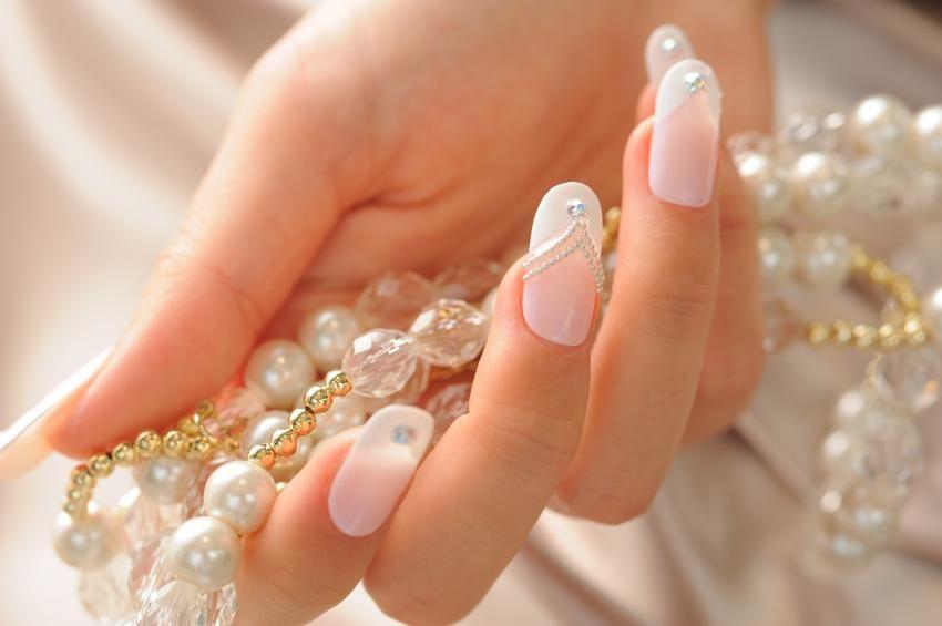 Unhas de noivas. Fotos para inspirar   Wedding nails art, French ...