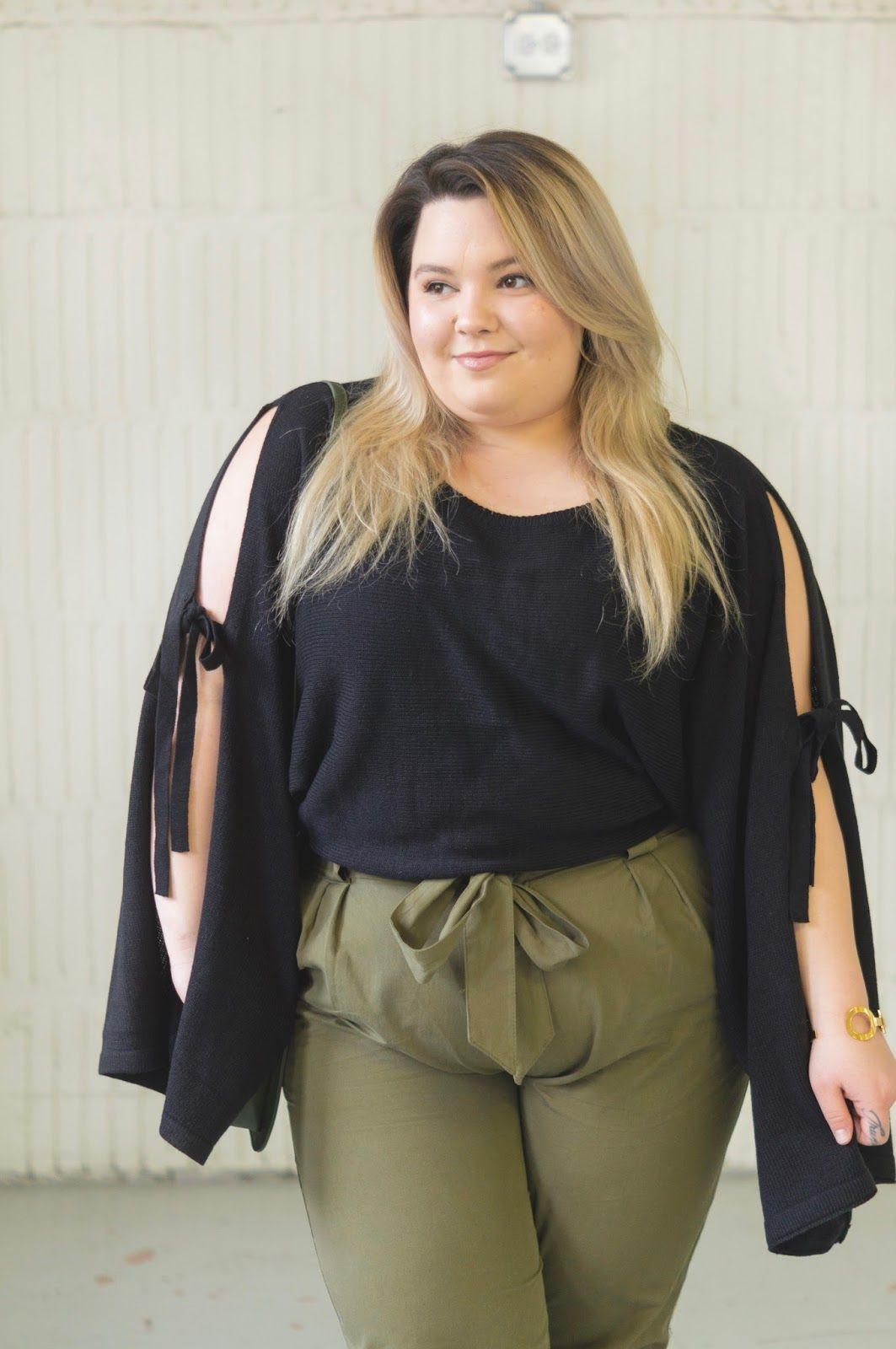 6d9ce233b54 Chicago Plus Size Fashion Blogger Natalie Craig reviews Fashion Nova Curve s  Going on an Adventure Green Cargo Pants and Arosa Tie Sleeve Sweater.