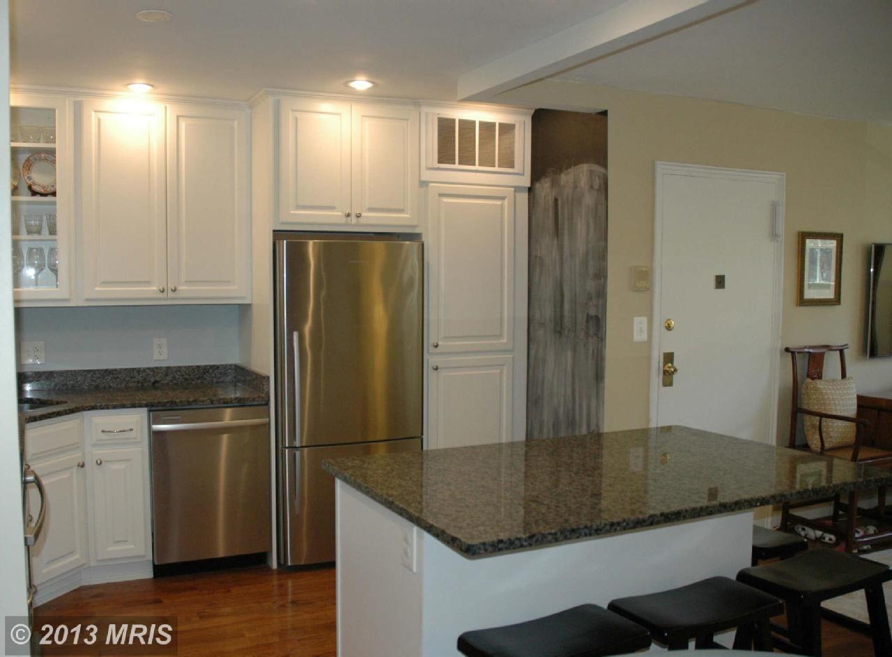 4724 29th St S Unit A1 Arlington Va 22206 1 Bed 2 Baths Home Bath Renovation Glass Front Cabinets