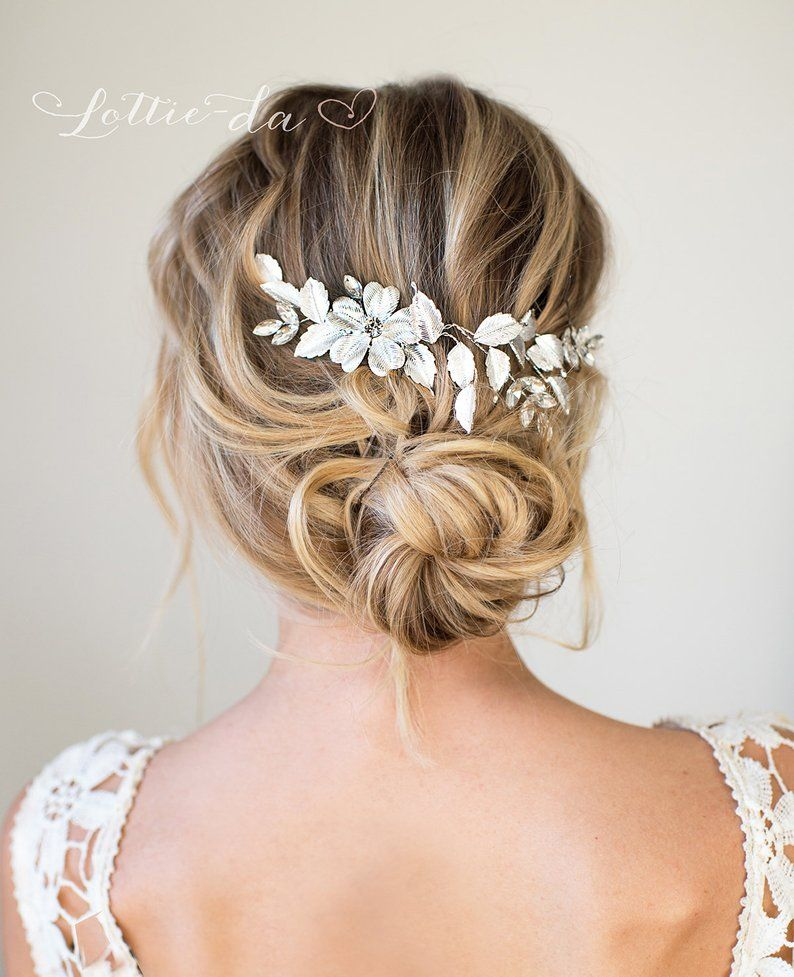 Bridal hair accessory with leaves and flowers in silver
