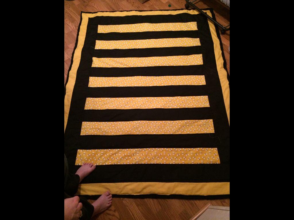LouRae's bee quilt