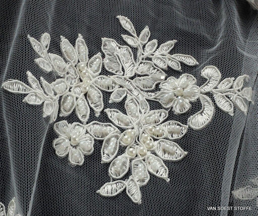 Couture Blumenboucquets mit Perlen, Stäbchen und mini Pailletten Ton in Ton    Bestickte Spitzen   e597e6aadf