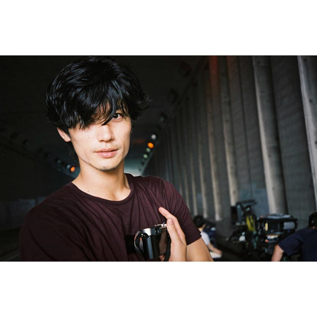 芳根京子 On Instagram ついに明日 最終回です 結城さん 有馬さん 楓 みんな頑張れ はなちゃんを助けて Film Twoweeks Twoweeks写真部 2020 俳優 男性 美しい人 イケメン俳優