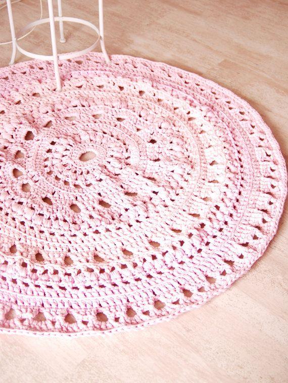 Round Crochet Rug made of tshirt zpagetti yarn by