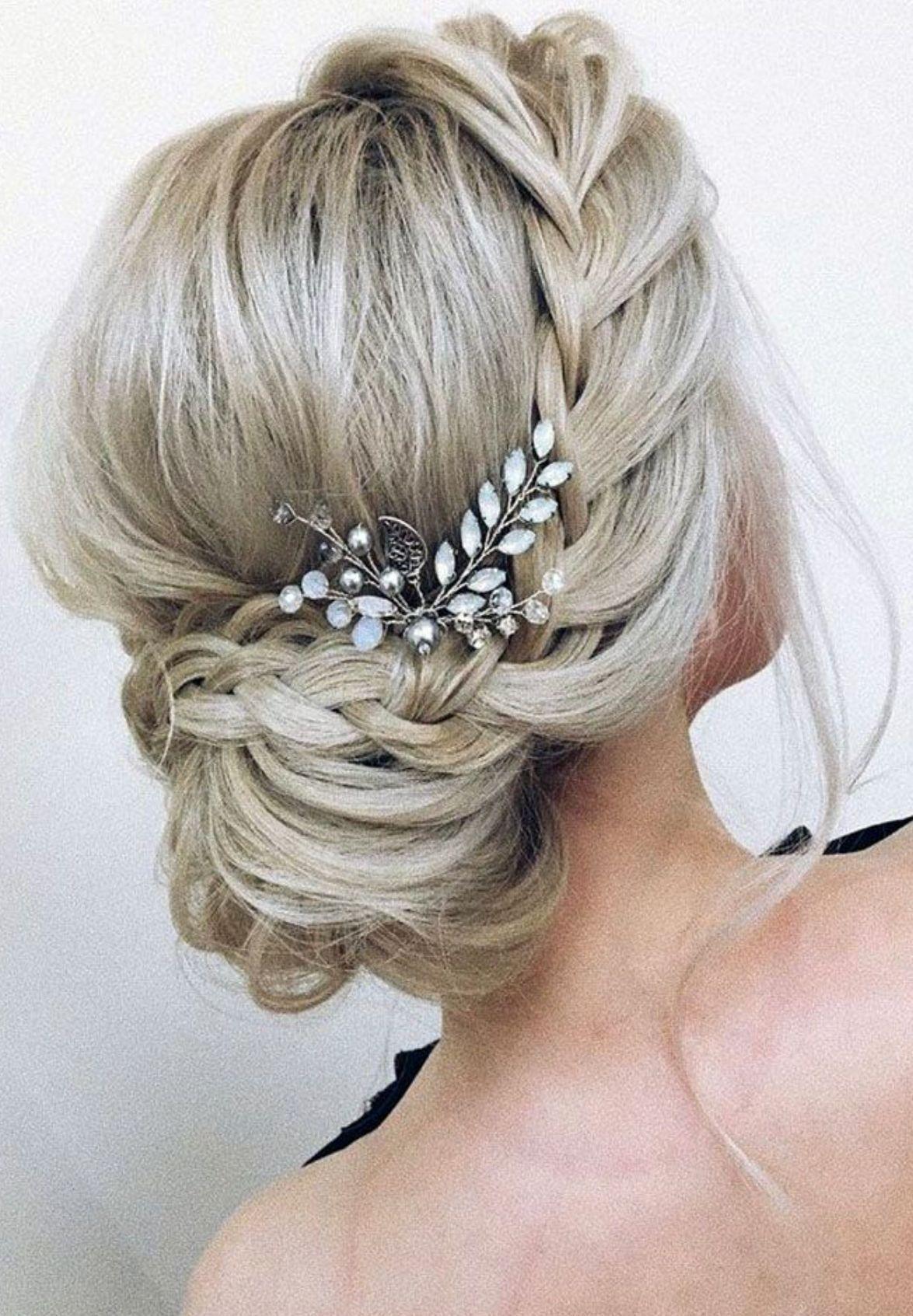 Wedding hair style idea beautiful ucchignon bunud with a
