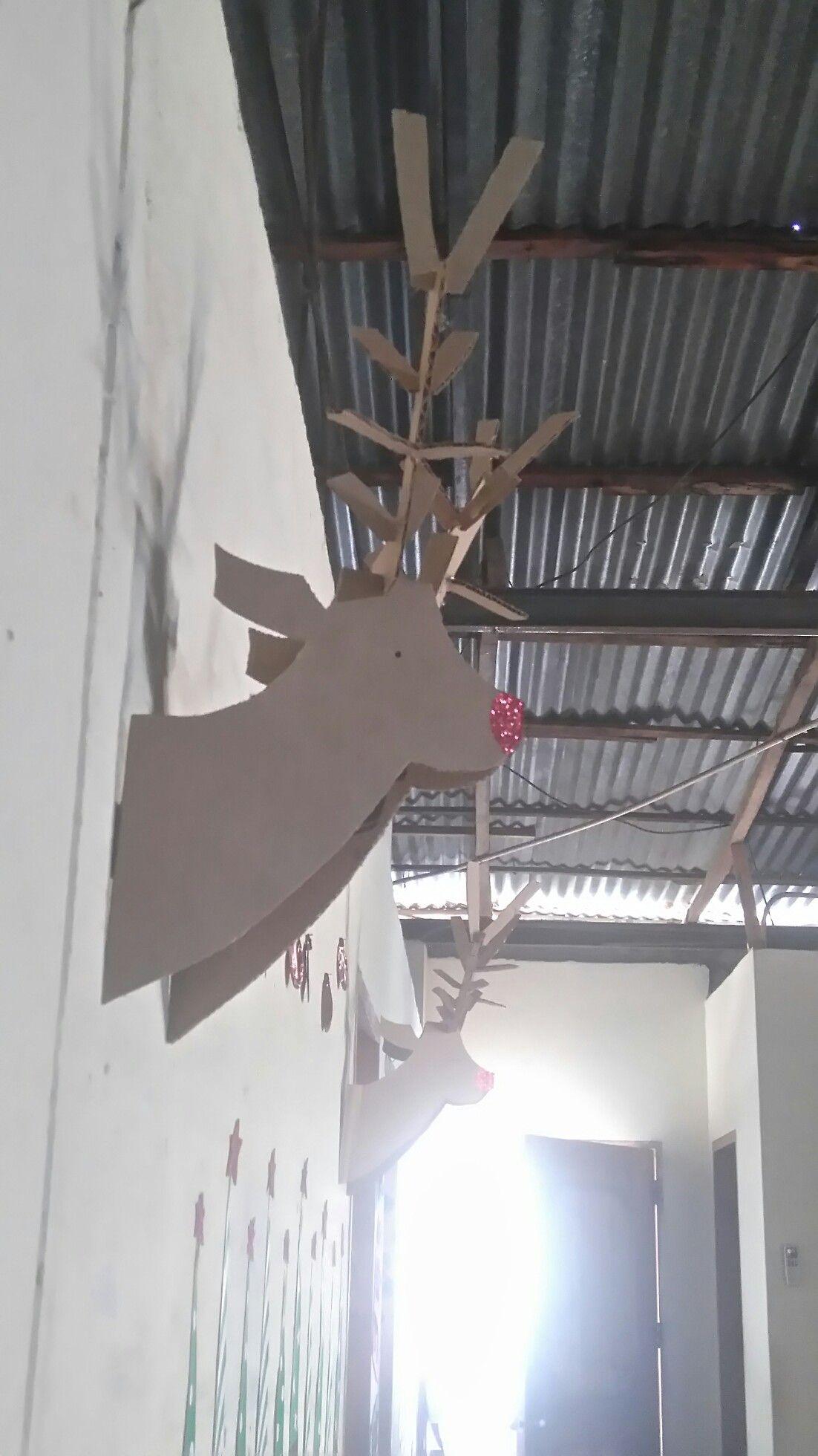 Diy adornos navideños.  Sencillo reno hecho de carton y decorado con escarcha