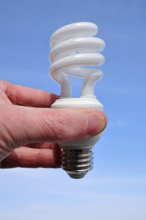 Mercury Vapor Released From Broken Compact Fluorescent Light Bulbs Can Exceed Safe Exposure Levels For Humans Study Finds Bulb Mercury Light Bulb