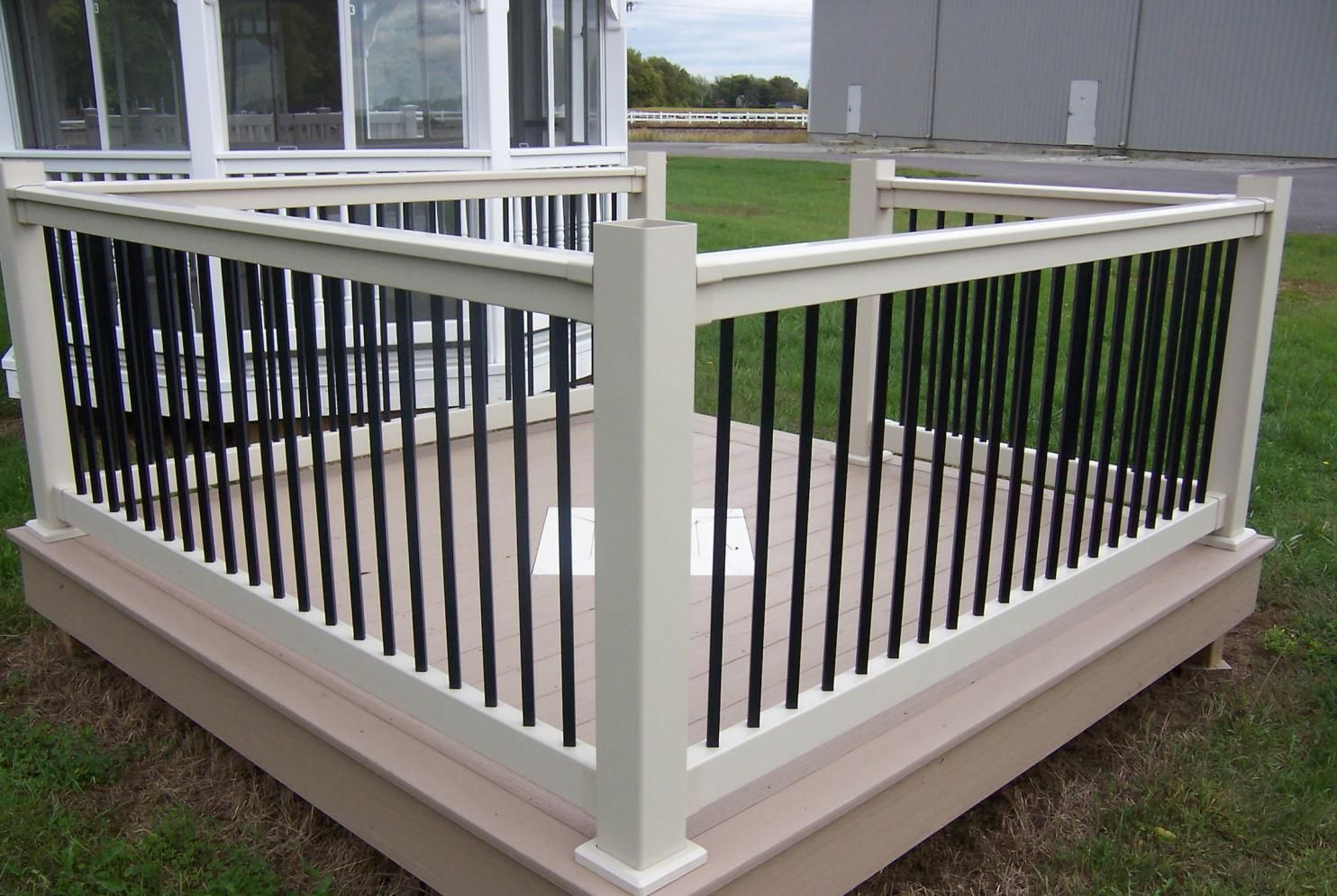 Black with white vinyl deck railing see plenty deck railing ideas black with white vinyl deck railing see plenty deck railing ideas httpawoodrailing baanklon Gallery