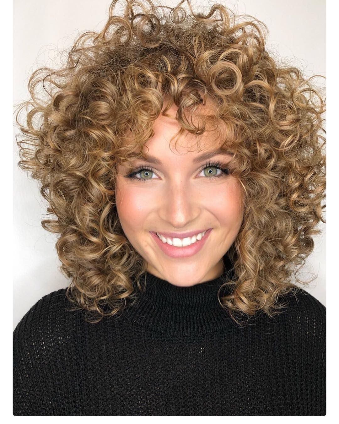 Few Curlycut That Never Give Her The Wowww Moment Until Rezocut Short Layered Curly Hair Natural Curls Hairstyles Curly Natural Curls