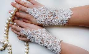 Risultati immagini per addobbi fiori matrimonio per chiesa a forma rotonda