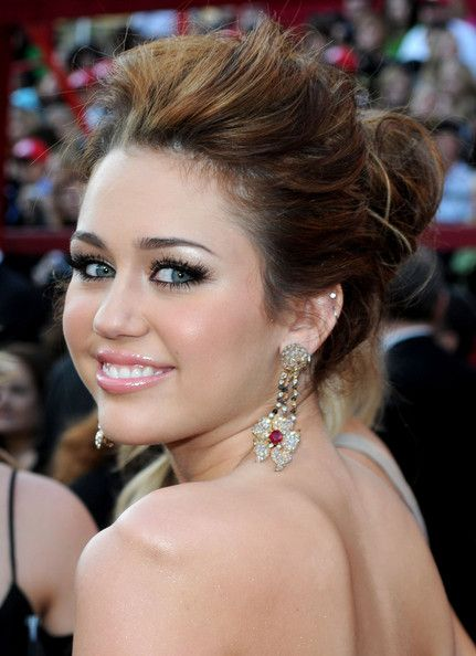 Miley Cyrus Dangling Gemstone Earrings Beauty Pinterest Miley