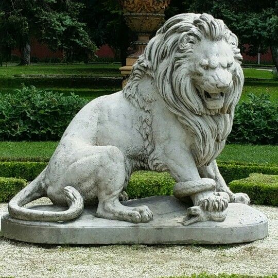 Lion Statue Travels To Istanbul In 2019 Sculpture