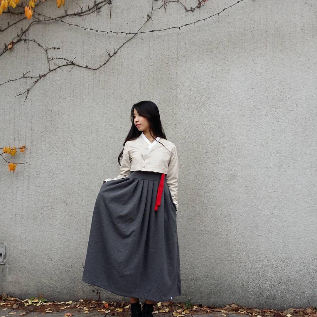 신상소식 (기모안감) 베이지꽂 단추저고리 - 도톰한 스웨이드원단과 기모안감으로 겨울에도 입으실 수 있는 저고리 입니다 - 겉옷을 입기편하게 단추로제작되었습니다 - 똑딱이가 있어 들림을 방지해 줍니다 Www.wayyu.co.kr #강추해요 #생활한복 #개량한복 #옷스타그램 #일상한복 #hanbok #korea #저고리 #fashionista #데일리한복 #koreanfashion #캐주얼한복 #데일리룩