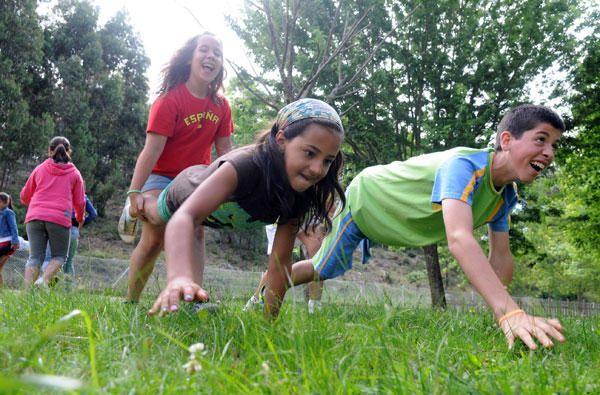 La Carretilla Juegos Para Ninos Al Aire Libre Juegos Para Cumpleanos Terapia Ocupacional Infantil