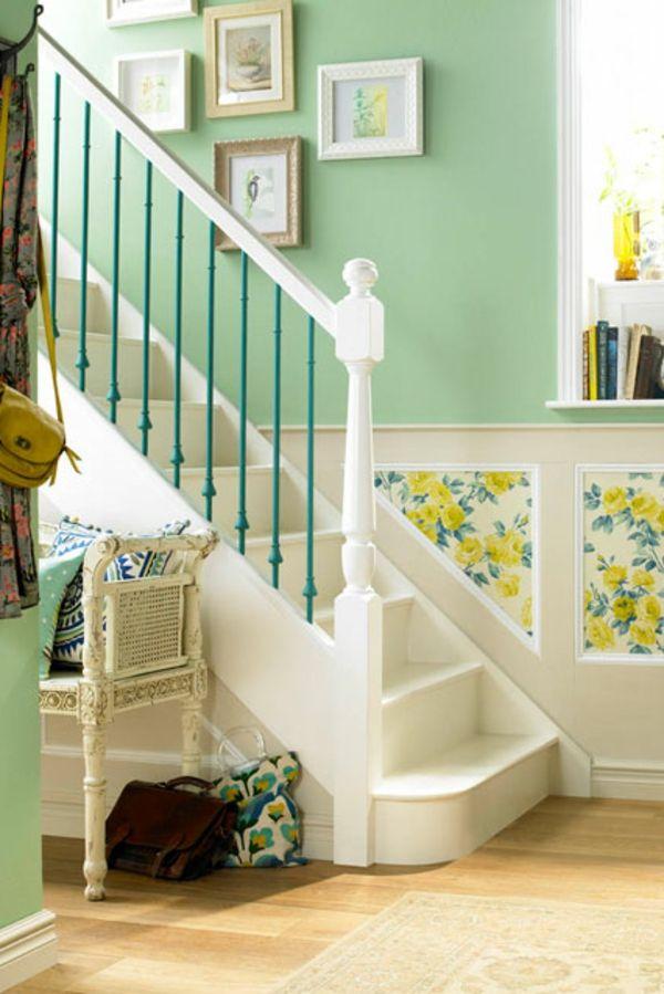 Charmant Farbgestaltung Im Flur   Hell Grün Und Weiß Treppen Bilder An Der Wand