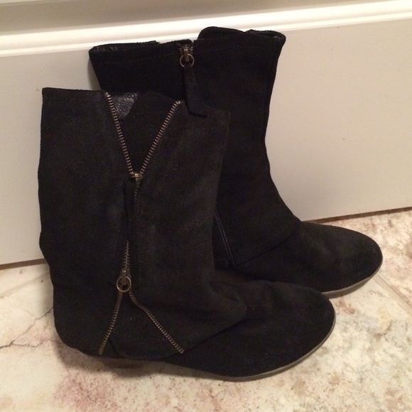 Matisse black suede boots size 8 Trendy with the zipper look, good condition worn minimally Matisse Shoes Ankle Boots & Booties