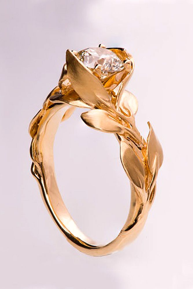 18 Vintage Engagement Rings With Stunning Details ❤ See more: http://www.weddingforward.com/vintage-engagement-rings/ #wedding #engagement #rings anillos de compromiso | alianzas de boda | anillos de compromiso baratos http://amzn.to/297uk4t