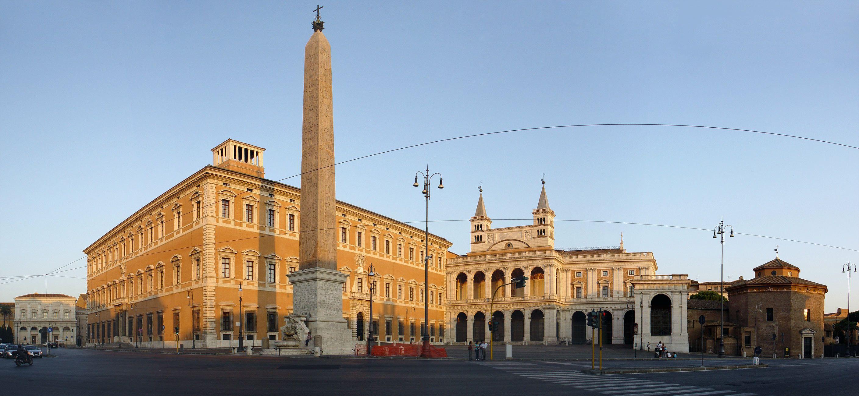 Panoramica di piazza San Giovanni in Laterano