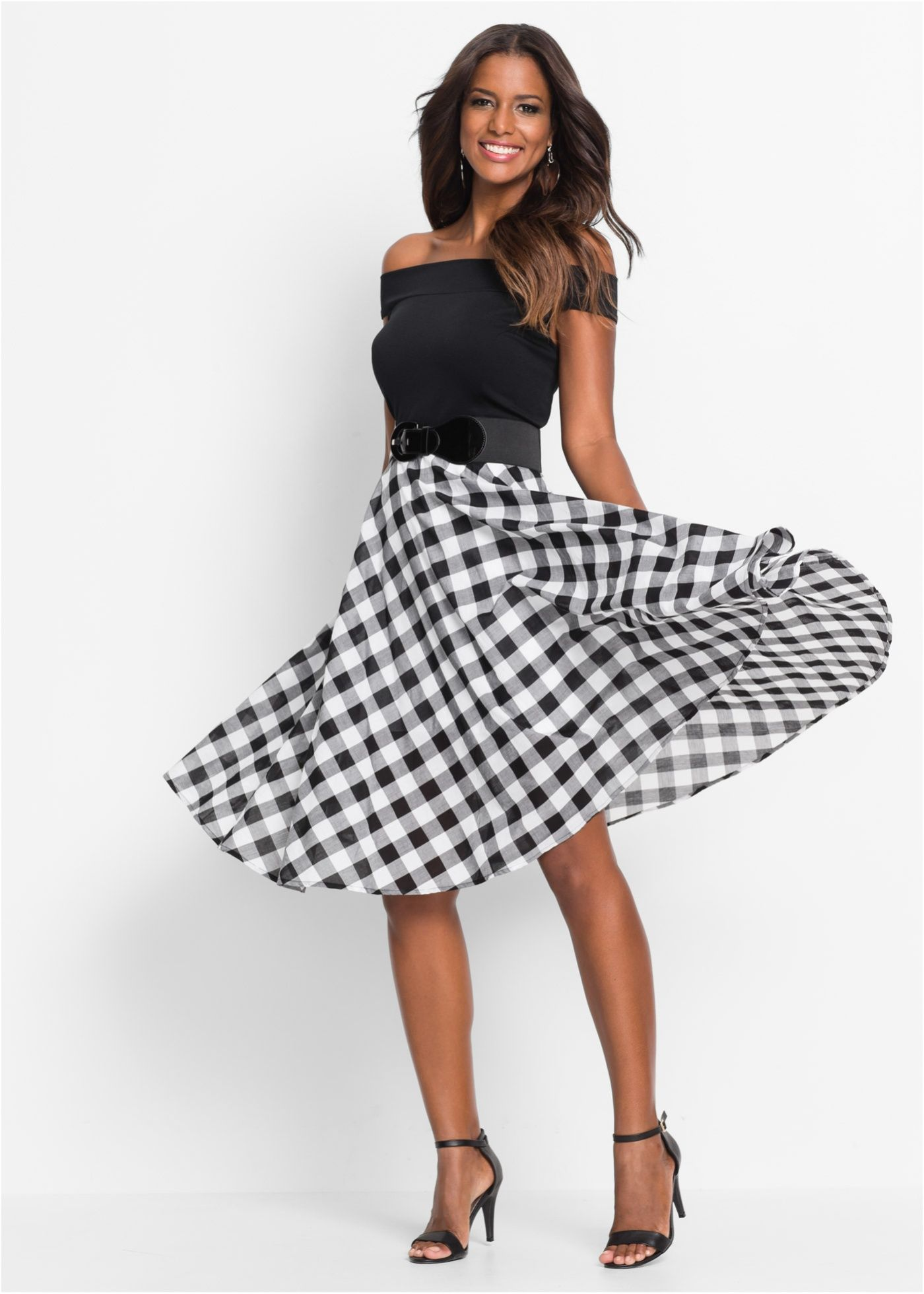 Feminines, schulterfreies Kleid im Fifties-Look