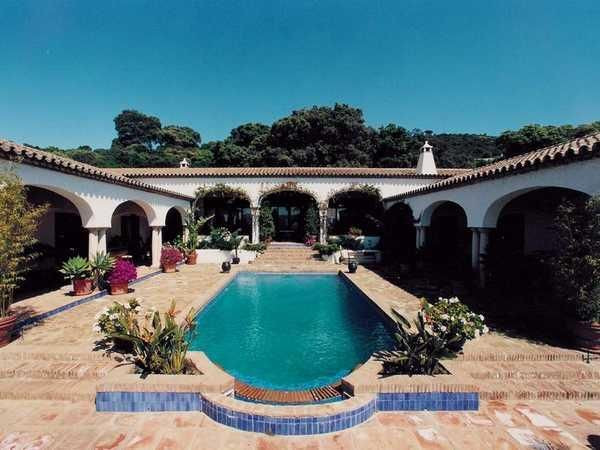 U Shaped House Courtyard House Plans Pool House Plans U Shaped Houses