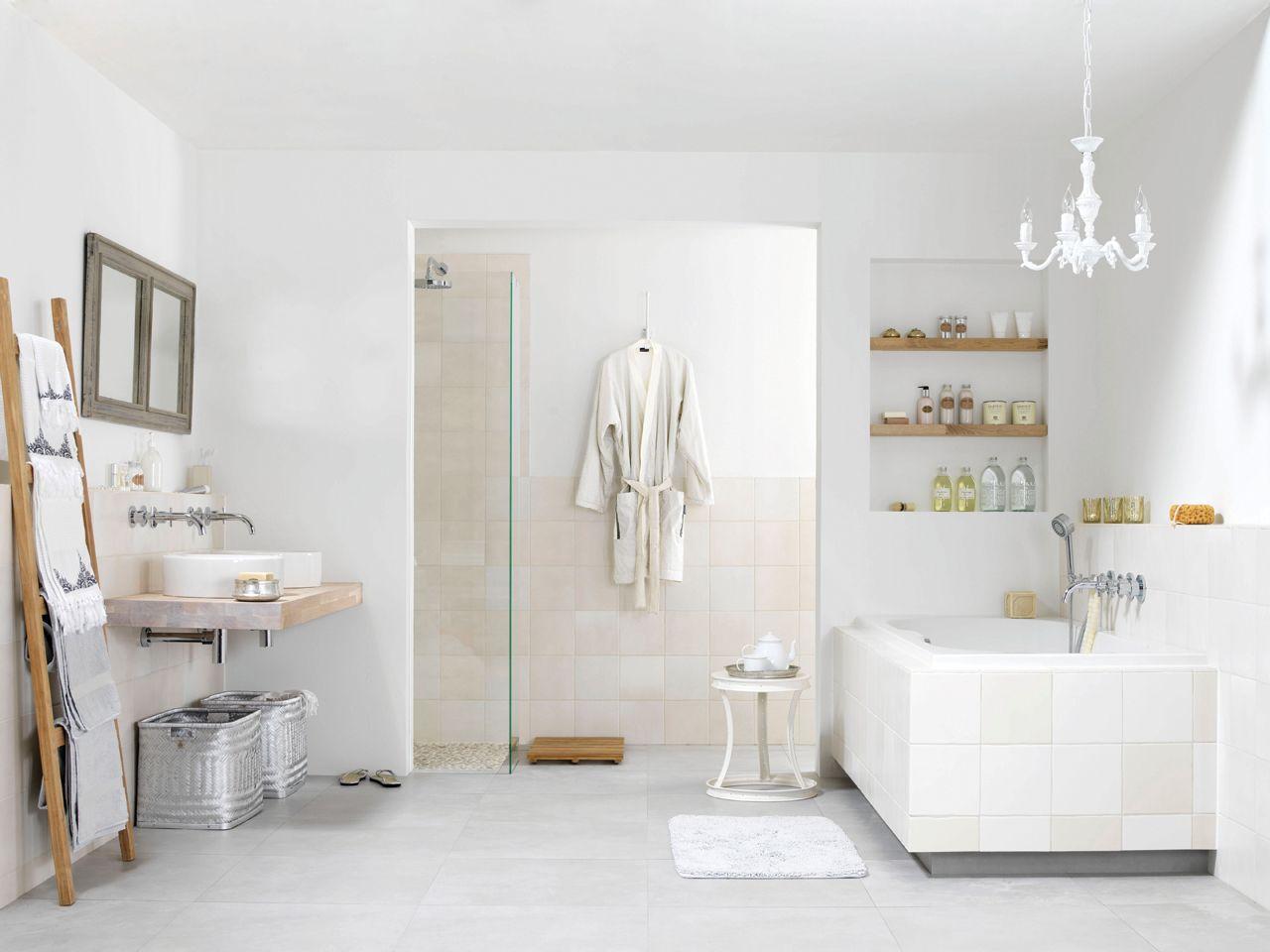 Badkamer Romance - Grando Keukens & Bad Zaandam - Ruimtelijk wit ...