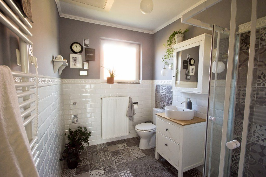 Small Grey Bathroom With White Metro And Pathwork Tiles Hemnes Furnitures From Ikea Badezimmerideen Badezimmerfliesen Badezimmer
