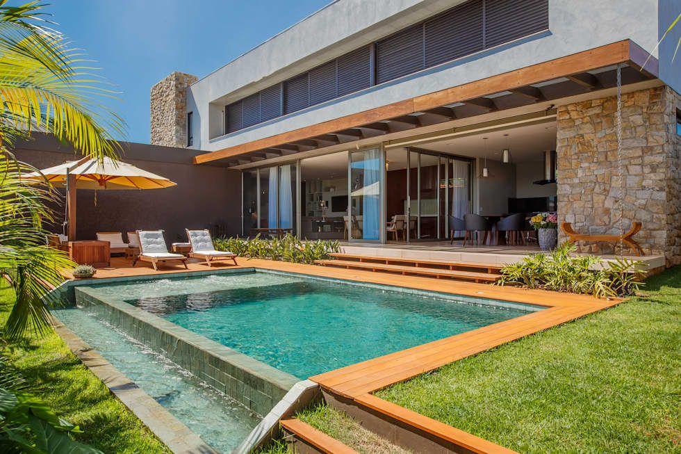 Piscina piscinas modernas por wtstudio for Casas modernas con piscina