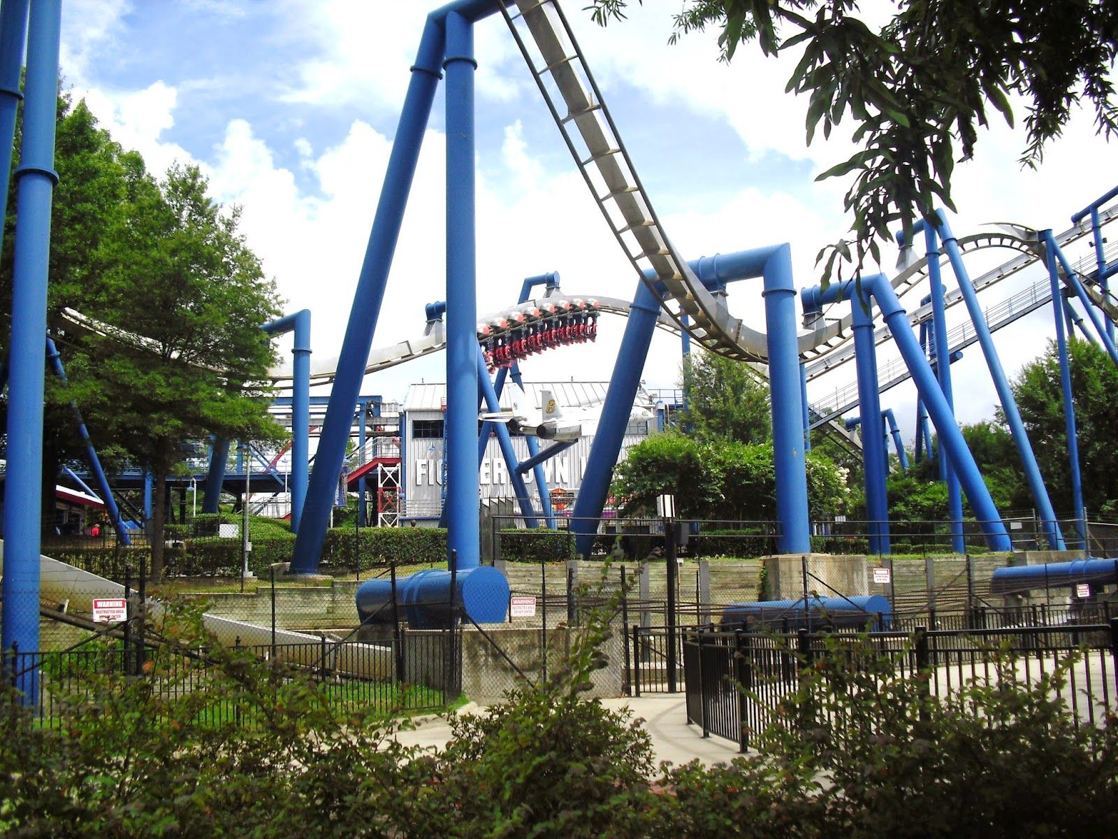 Carowinds aggressive thrill steel coaster reviews roller