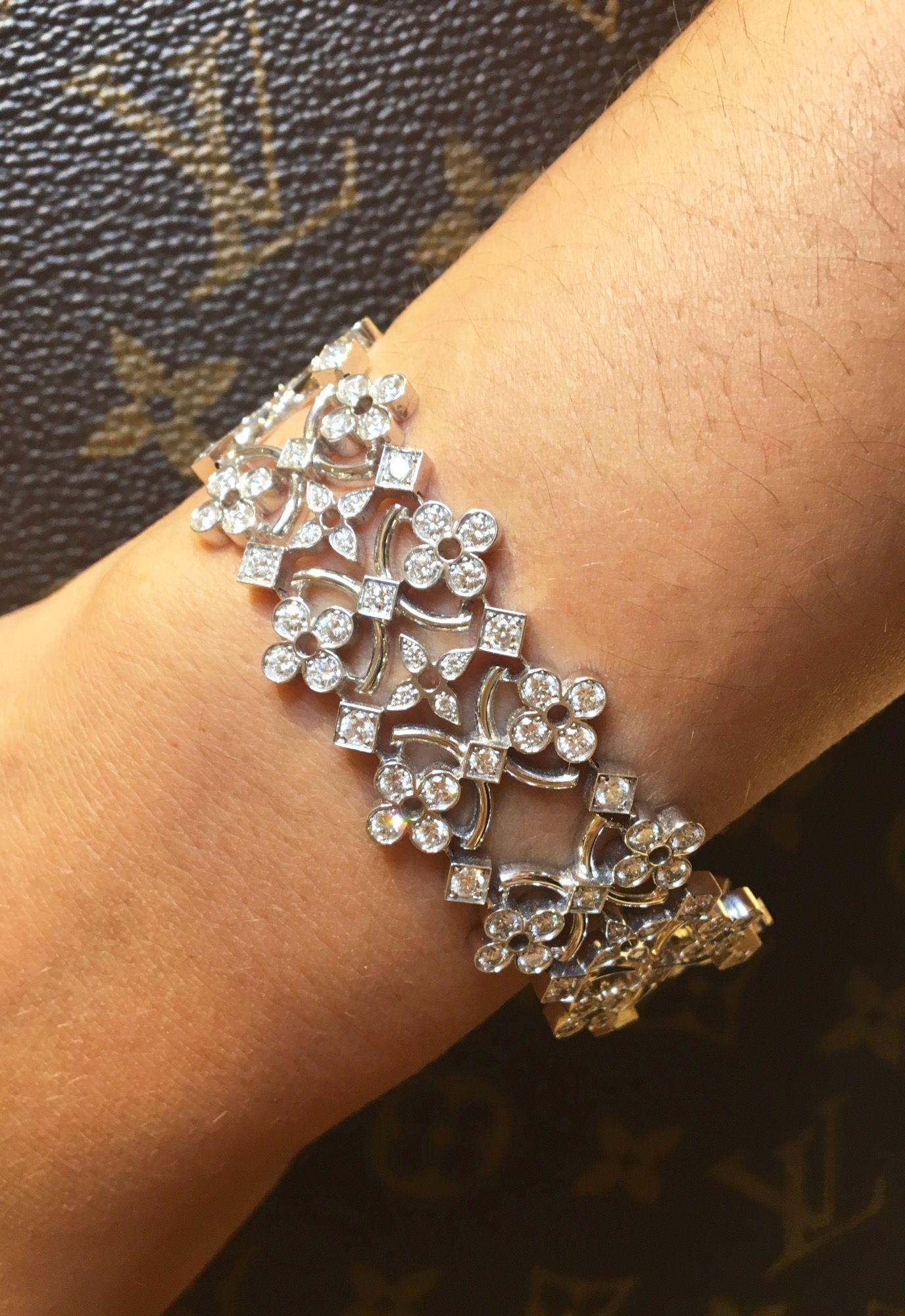 Louis vuitton dentelle de monogram bracelet with diamonds set in