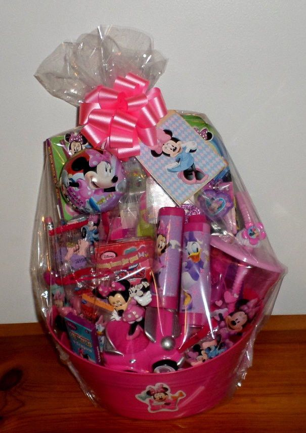 DISNEY MINNIE MOUSE BIRTHDAY GIFT BASKET CAR DRINK CUP JEWELRY CANDY NEW
