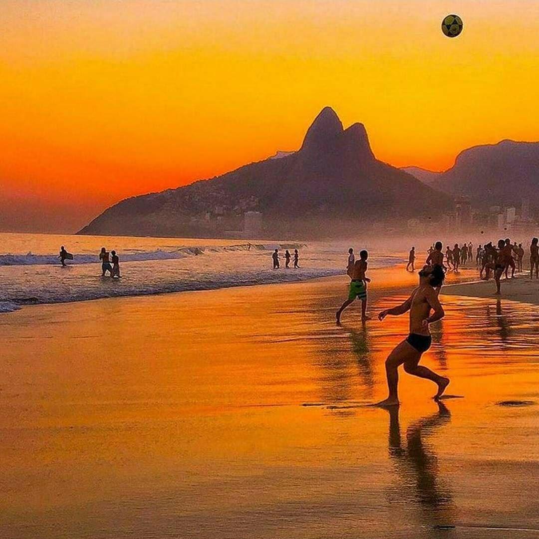 Rio de Janeiro por @claudio_barman   r i o  s u n s e t s  Siga e use #Brazil_Repost ou  # em suas fotos e apareça aqui também!  #Brazil #Paisagem #nature #ipanema #all_shots #viagem #instagood #natureza #leblon #sunsets #happy #life #sun #goodvibe #igers #riodejaneiro #carioca #tijuca #fun  #trip #travel #gopro #sunset #viajando #Brasil #viajar #Rio #boanoite  Compartilhe o seu Brasil com a gente!!  @Brazil_Repost  by brazil_repost