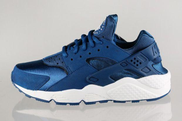 blue huaraches nike