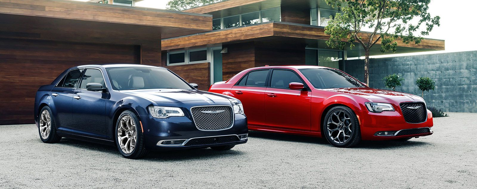 Kia Cadenza v Chrysler 300C Both Spacious Luxurious Sedans