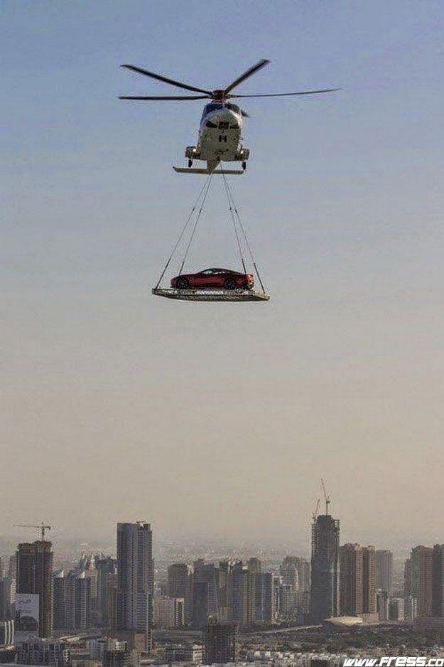 Transportación De Un Carro De Lujo En Dubai Dubai Emirados árabes Unidos Cidade