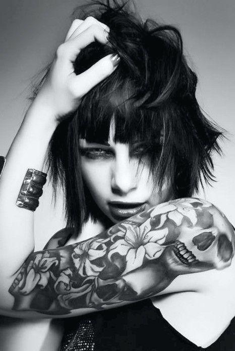 50 coole Schädel-Tattoos-Designs #tatowieren #tattoo #schadel #skull #tatowierungen #tattoos #quellschadel #sourceskull #designs #arm #madchen #girls #sourcerose #frau #women #fuss #foot #oberer-hoher #upper #rosen #roses #rose #brust #chest #sourcebutterfly