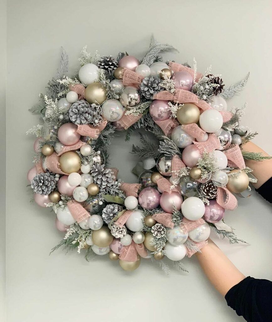 60 Astonishing Christmas Wreath Ideas To Welcome Loved Ones As One Of The Most Tr Christmas Wreaths Pink Christmas Wreath Christmas Decorations Wreaths