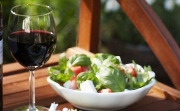 Cheese and melon salad, Juusto-melonisalaatti sopii grilliruokien kanssa, resepti – Ruoka.fi