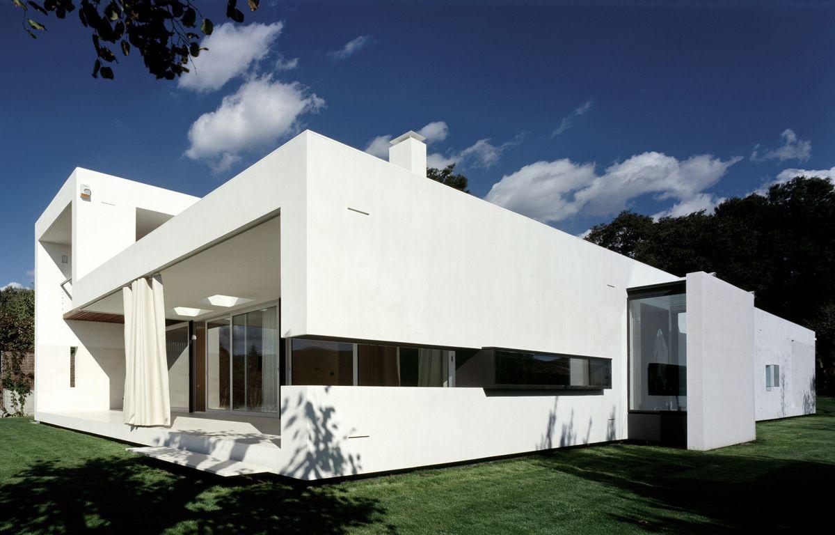 Casa ch est en la garriga catalu a del estudio de for Casa minimalista barcelona capital