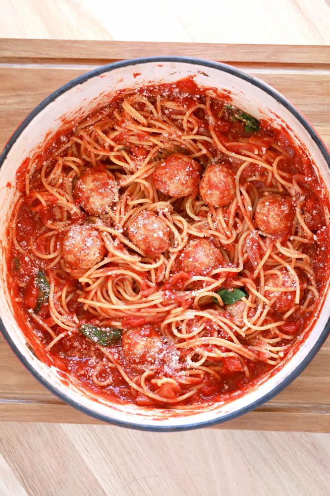 Polpette Con Sugo Italian Meatballs In Tomato Sauce Di Nonna Laura Mamamiamangia Recipe Pasta Primavera Recipe Italian Meatballs Meatballs