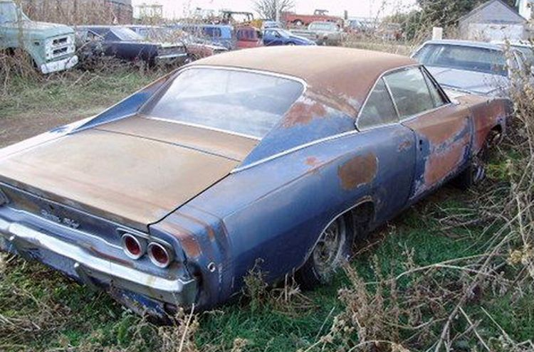 Dodge Charger In Salvage Yard Rustymusclecars Com Rusty