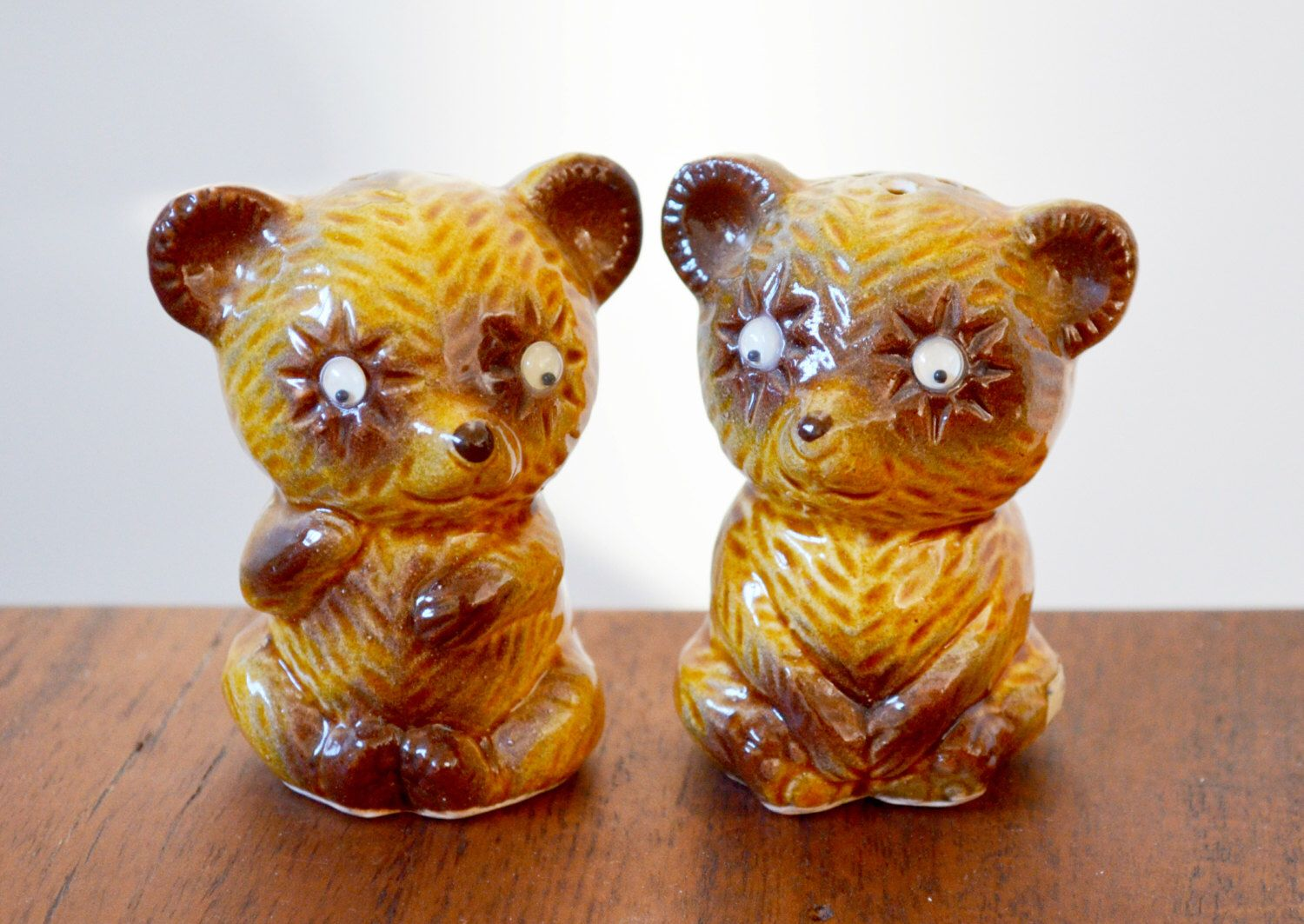 Vintage Bear salt and pepper shakers from the 1970s, googly eyes, made in Japan, imported by Irwin Specialties by Trashtiques on Etsy https://www.etsy.com/ca/listing/486246517/vintage-bear-salt-and-pepper-shakers