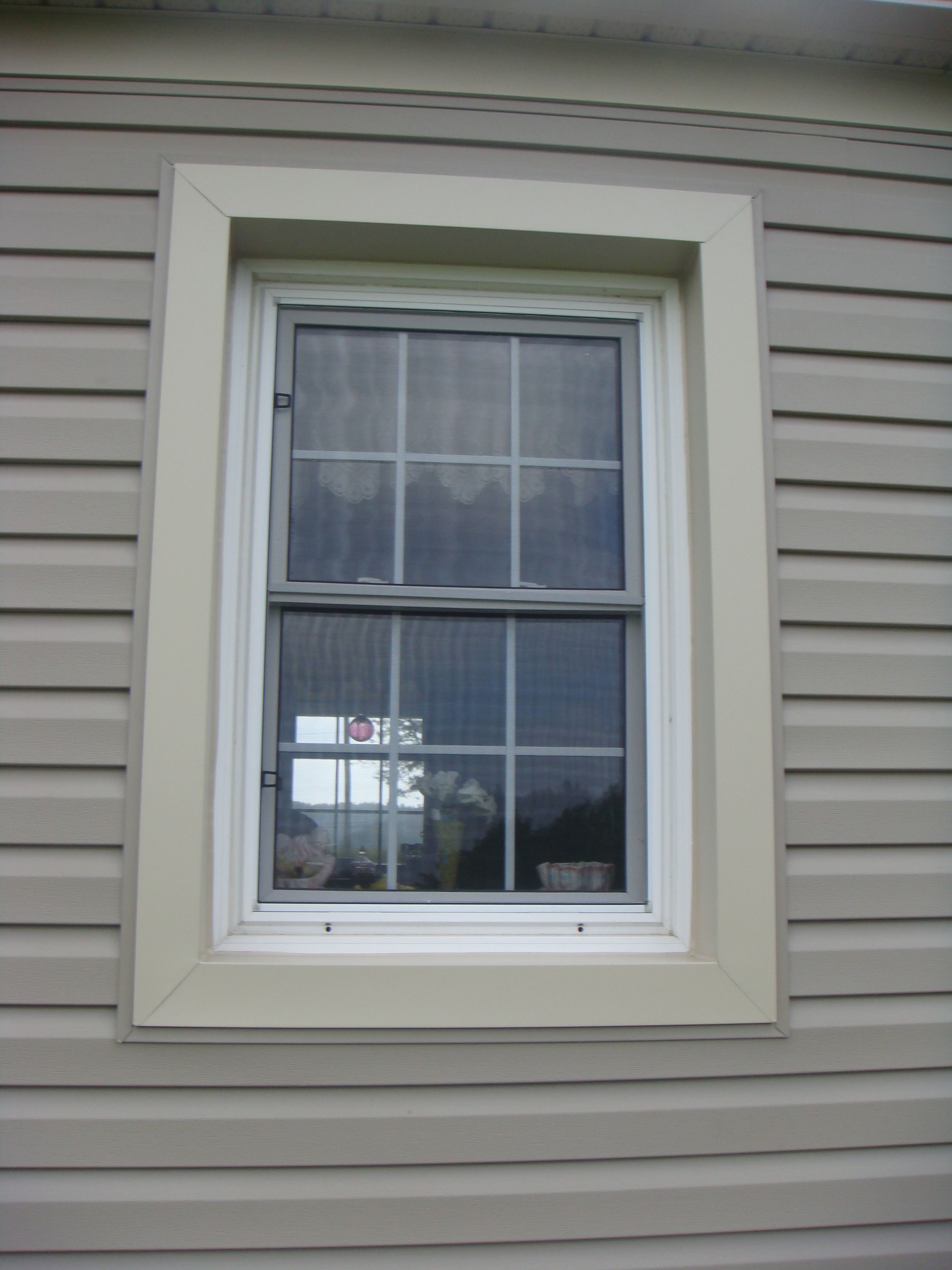 Horizontal Vinyl Siding With Aluminum Soffit Fascia And