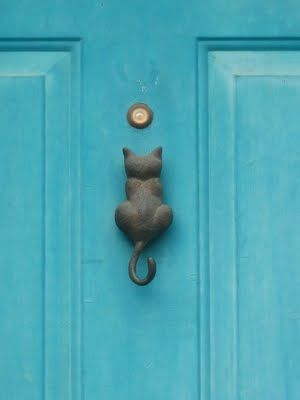 Cute cat knocker! So fun for the home!
