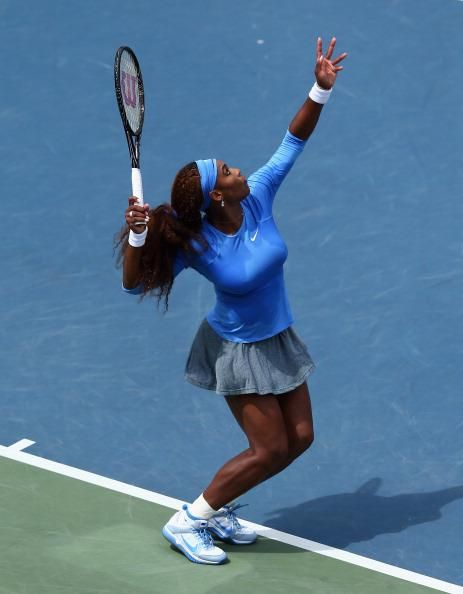 Top Seed Serena Williams Her Gorgeous Trophy Pose About To Serve To Canadian Star Eugenie Bouch Serena Williams Serena Williams Photos Serena Williams Tennis